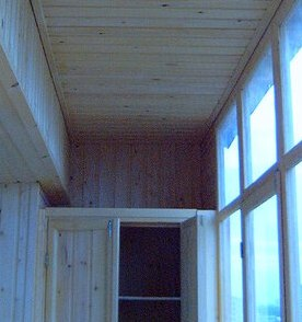 деревянная отделка балкона