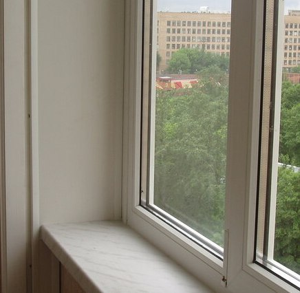 остекление балкона с подоконником